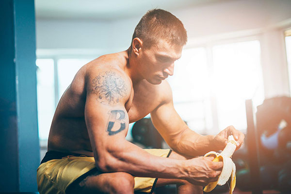 Ăn chuối trước tập Gym