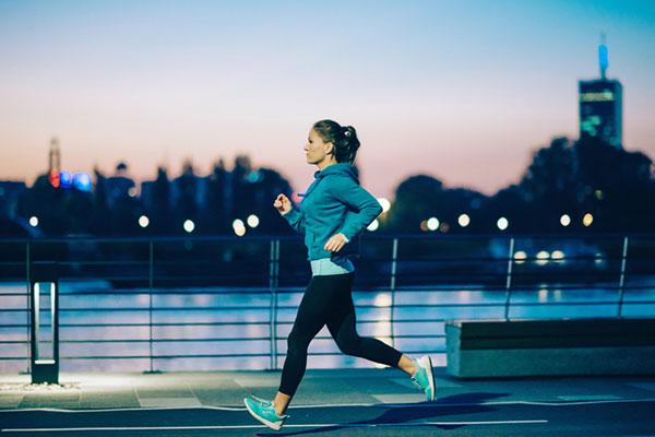 Cách chạy bộ buổi tối