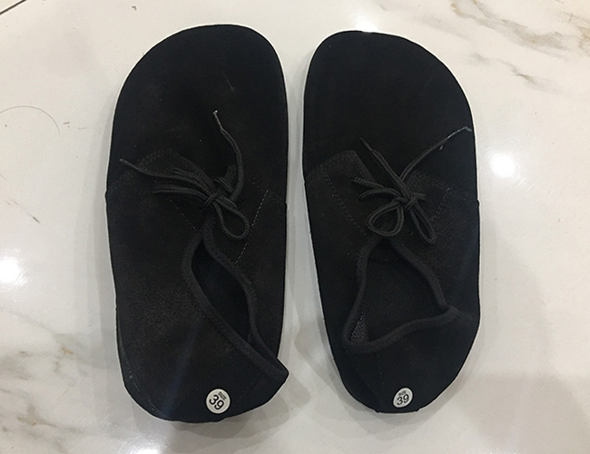 Giày đá cầu