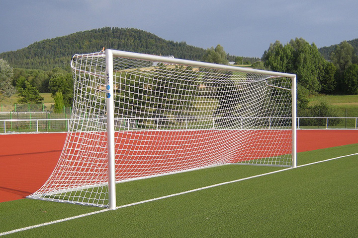 Khung thành và lưới bóng đá