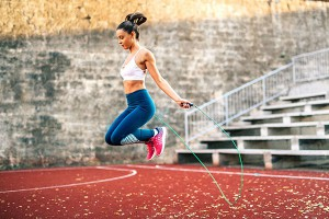 Nhảy dây giảm mỡ bụng dưới không? Cách nhảy dây hiệu quả?